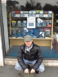 Io, davanti la Libreria Girapagina (Vicenza)